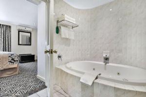 The Protea Hotel by Marriott Johannesburg Balalaika Sandton