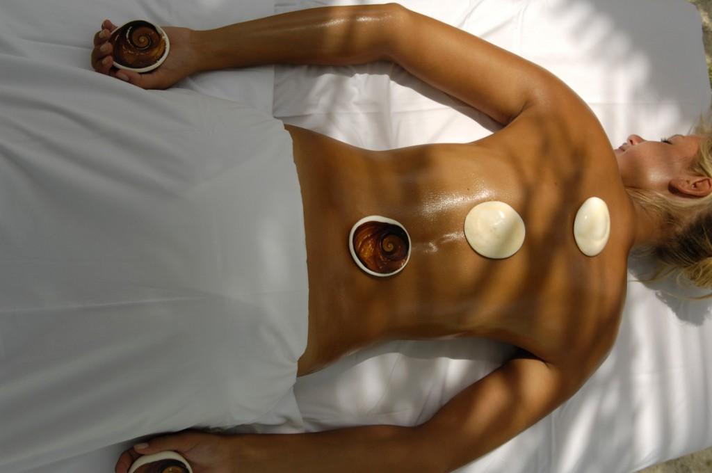 Miri Miri Spa Tahitian Ve'a Ve'a Hot Stone Massage   Photo Credit: St. Regis Bora Bora
