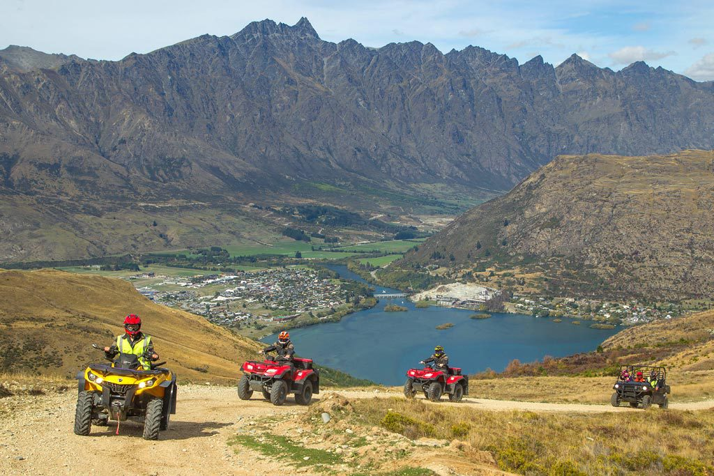 Driving Through Queenstown | Photo Credit: Nomad Safaris