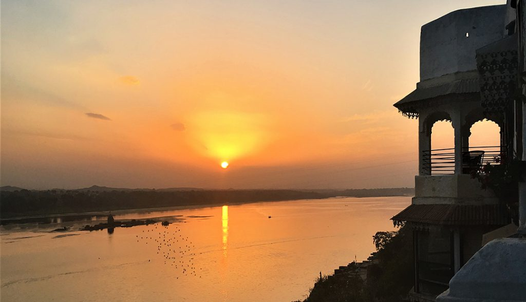 Sunset over Narmada River | Photo Credit: Bela Banker
